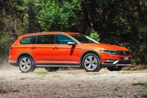 Rod and Sheryl Easdown  look at the Volkswagen Passat Comfortline wagon